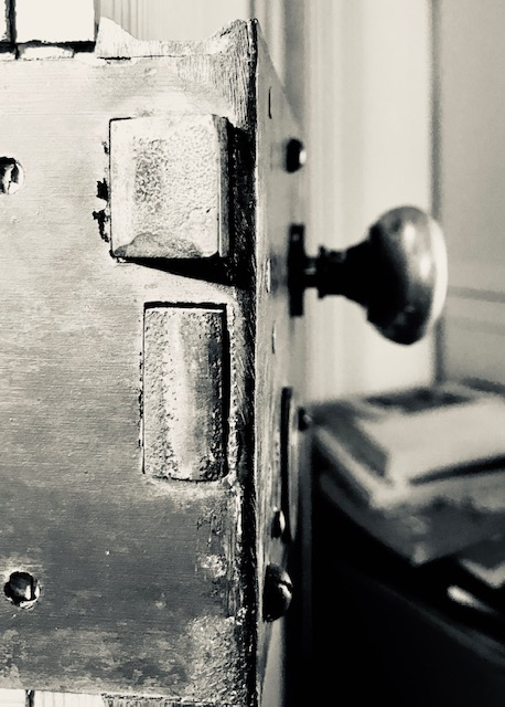 Door Knob_black and white_Bachelard